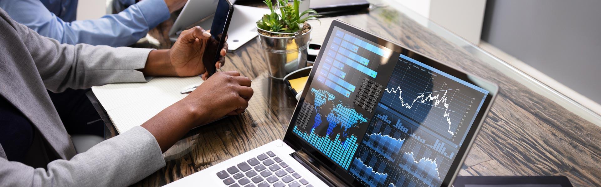 visual-strategic-guide-embedded-vs-enterprise-analytics